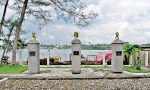 I busti degli altri tre non cubani a Tuxpan